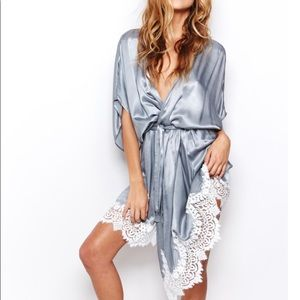 ISO! For love lemons she's a knock out robe grey